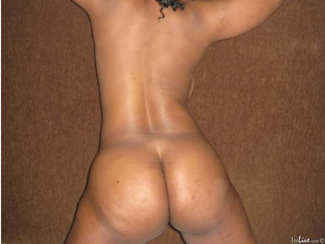 Ebony showing naked in live sex chat