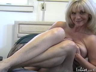 Live nude MILF webcam